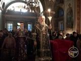 Високопреосвященніший митрополит Іоасаф звершив чинопослідування Пасії з акафістом Божественним Страстям Христовим
